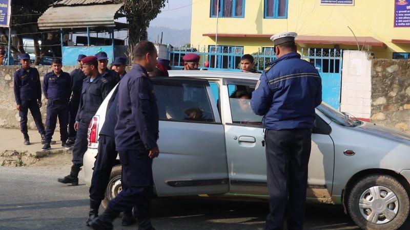 निषेधाज्ञा उल्लंघन गर्ने गाडी तथा मोटरसाइकल चालकलाई यस्तो कारवाही_img