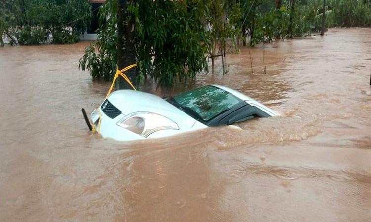 कार पानीमा डुब्यो, यसरी जोगाउनुस् इन्जिन_img