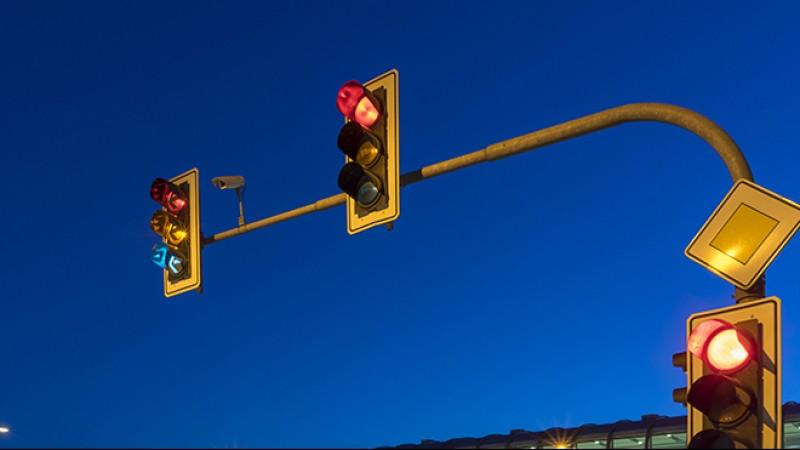 यी ८ स्थानमा अब ट्राफिकले होइन लाइटले सवारीसाधन मिलाउने