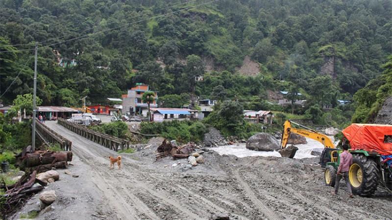 नेपालका सडकः हिडेर जाँदा चार घण्टा गाडीमा दिनभर_img