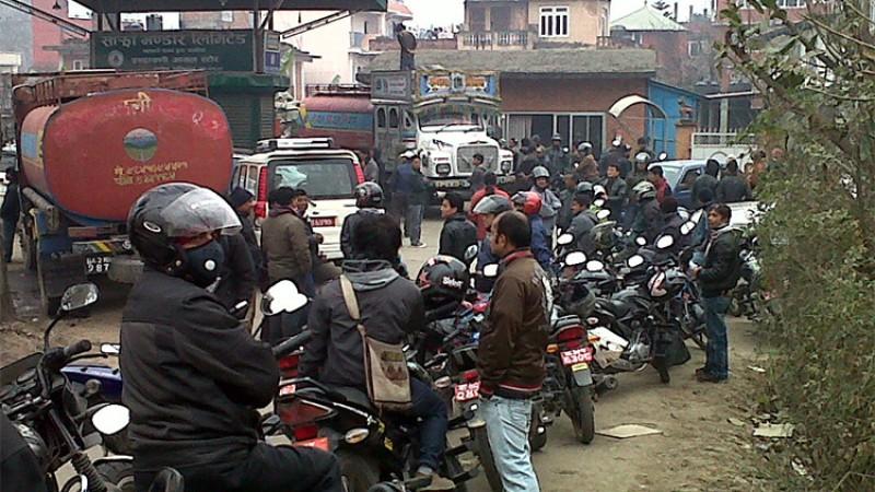 20915Authentic Mustang. Kathmandu To Lo-Manthang, korala Naka.