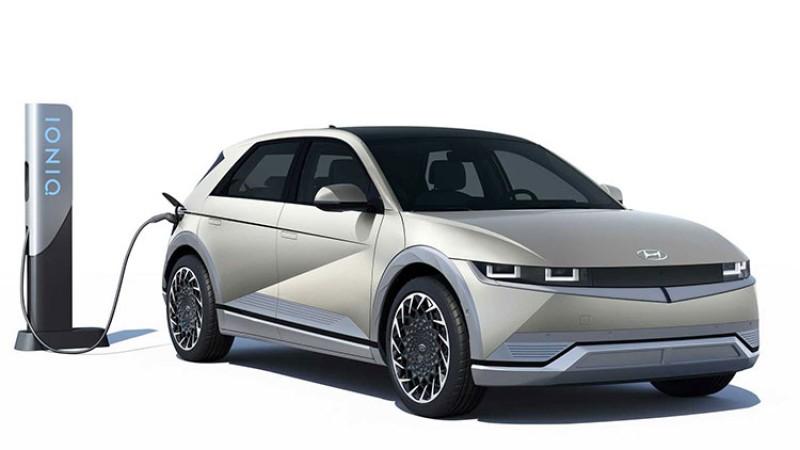 यस्ता छन् नेपाल आउने क्रममा रहेका प्रिमियम इलेक्ट्रीक कार