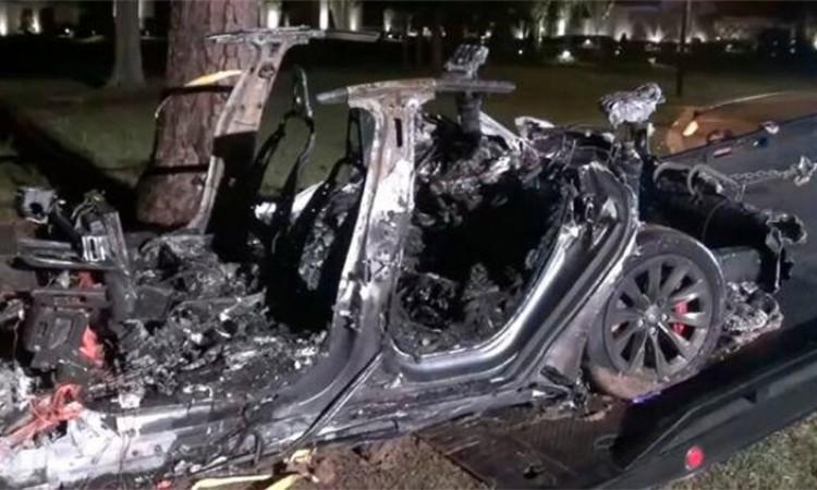 टेस्लाको चालकरहित कार दुर्घटना हुँदा दुई जनाको मृत्यू_img